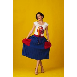 Blue pleated skirt with red pockets