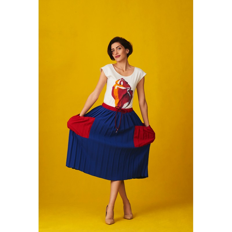 Set of T-shirt conch and blue pleated skirt