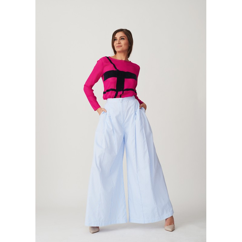 Wide cut striped trousers with two creases